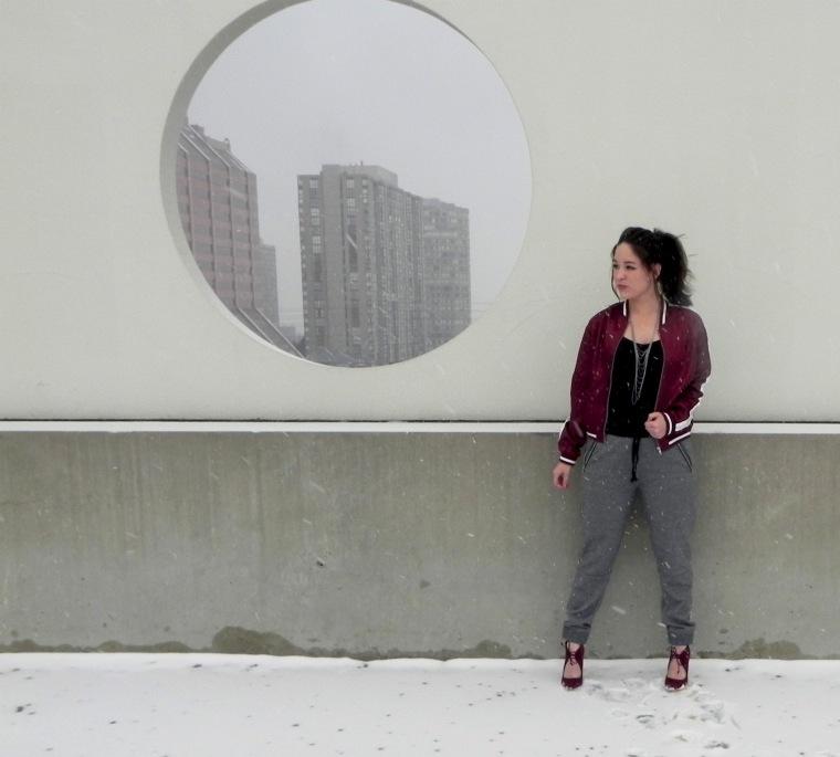 blog_sweats-heels_side-view_circle-window